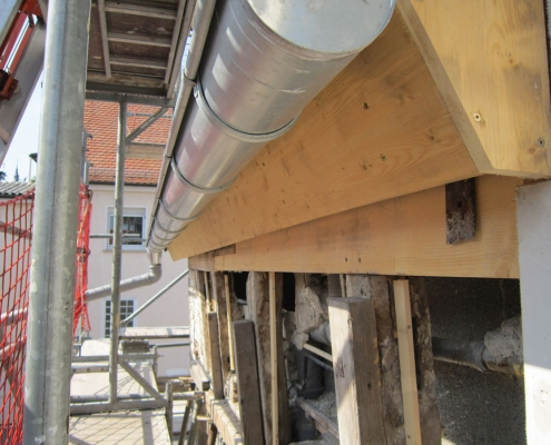 sanierte Traufe eines Restaurierungsprojektes mit neuer Dachrinne