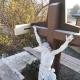 Holzkreuz ohne Bedachung mit erster ersetzter Dachschwelle