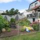 Ein Garten mit neuem Sichtschutzzaun und neuer Bepflanzung