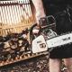 Hylly Kaminholzdepot für die optimale Lagerung von Brennholz und Gartengeräten.